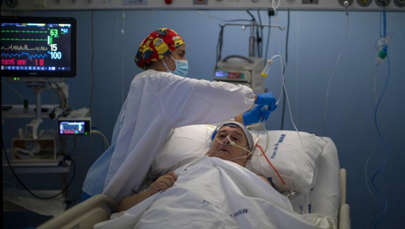 14% de los casos globales de Covid-19 los sufre el personal sanitario