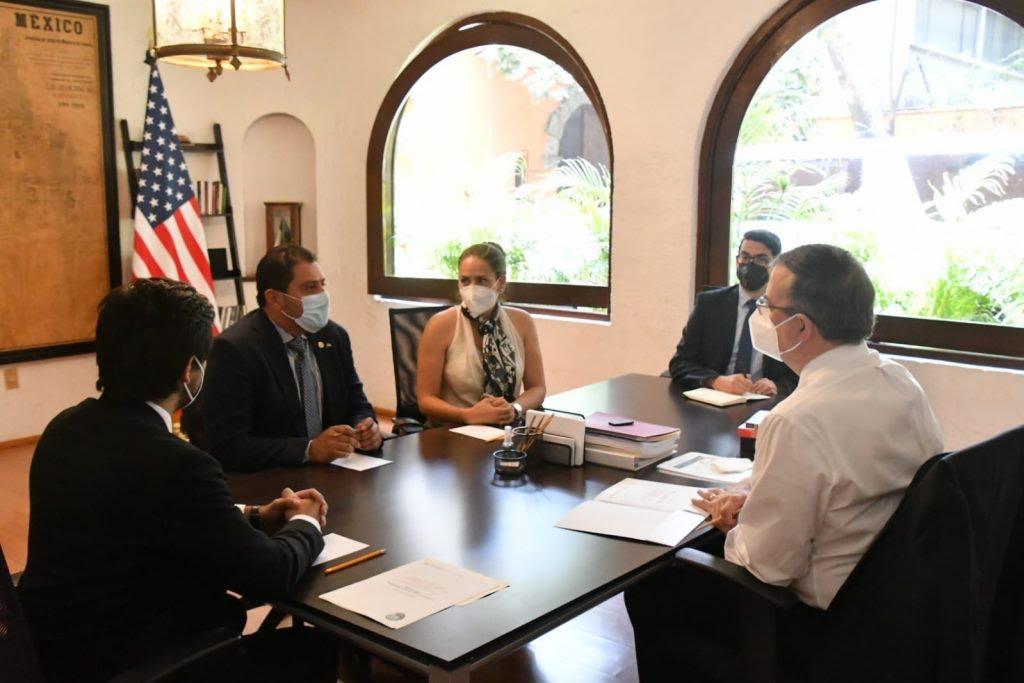 Canciller Marcelo Ebrard recibe a senador del estado de California